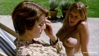 Französische Schauspielerin Ludivine Sagnier - Topless Sunbathing - Swimming Pool (2003)