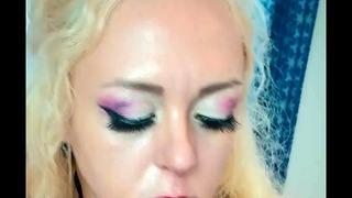 Blondínka naozaj rada vyhodí váš penis